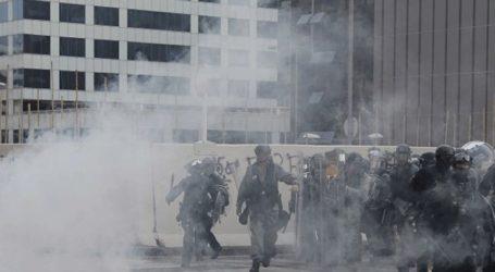 Συγκρούσεις διαδηλωτών με την αστυνομία