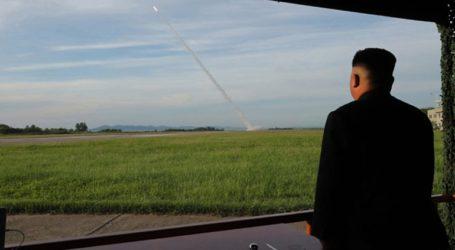Ο Κιμ Γιονγκ Ουν επέβλεψε τη δοκιμή ενός εκτοξευτήρα πολλαπλών πυραύλων