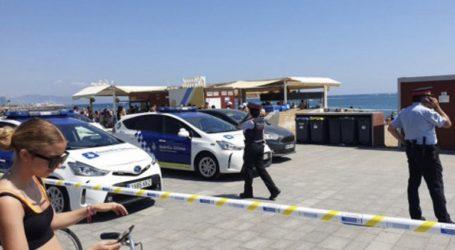 """Η αστυνομία της Βαρκελόνης εφοδιάζει τους λουόμενους με """"συσκευασίες αντικατάστασης κλεμμένων ρούχων"""""""