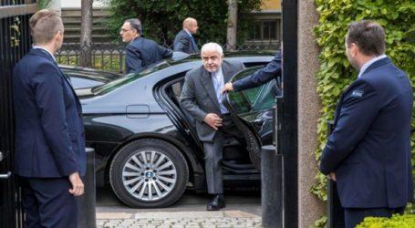 """Ο ΥΠΕΞ του Ιράν δηλώνει ότι συνάντησε τον Μακρόν και ότι προσκλήθηκε στην Γαλλία με τη """"σύμφωνη γνώμη"""" των ΗΠΑ"""