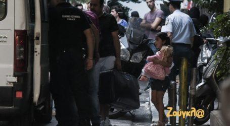 Το προσφυγάκι και η κούκλα με το ροζ φόρεμα