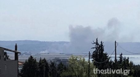 Σε εξέλιξη φωτιά στην Περαία Θεσσαλονίκης