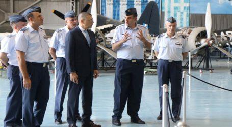 Ο υφυπουργός Εθνικής Άμυνας Αλκιβιάδης Στεφανής στη Διοίκηση Αεροπορικής Εκπαίδευσης