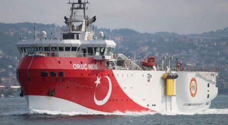 Το τουρκικό ερευνητικό σκάφος Ορούτς Ρέις στα ανοιχτά της Ρόδου