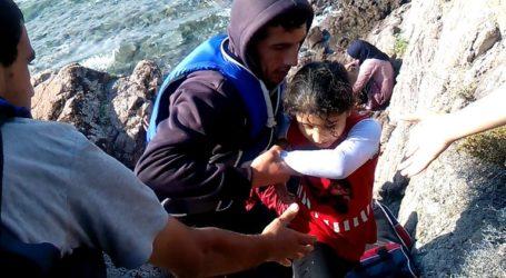 Εκατοντάδες μετανάστες με 13 βάρκες αποβιβάστηκαν στη Συκαμινιά Λέσβου