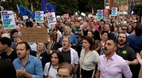 Στους δρόμους οι Βρετανοί κατά της αναστολής λειτουργίας του κοινοβουλίου
