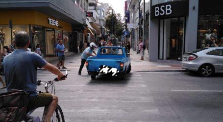 Βόλος: Προσπάθησε να «εισβάλλει» στην Ερμού με το αγροτικό του αυτοκίνητο [εικόνα]