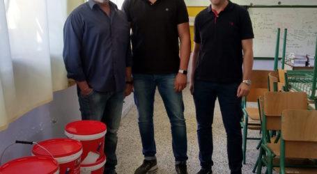 Μπογιές για συντήρηση σχολείου της Αγριάς χάρισε το Σωματείο Εργαζομένων της ΑΓΕΤ