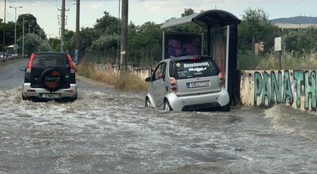 ΤΩΡΑ: Ακινητοποιημένα οχήματα στο Μαλάκι Βόλου λόγω βροχής