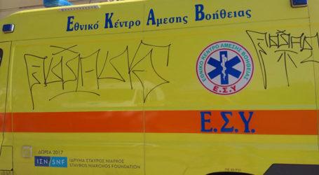 Βάνδαλοι «χτύπησαν» και ασθενοφόρο του ΕΚΑΒ στη Λάρισα! (φωτό)