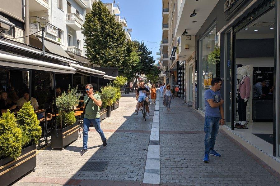 Ελαφρώς αυξημένη η κίνηση το Σάββατο στη Λάρισα (φωτο)