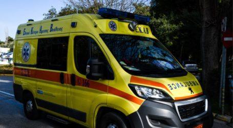 ΤΩΡΑ: Ηλικιωμένος κατέρρευσε στη μέση του δρόμου σε συνοικία του Βόλου