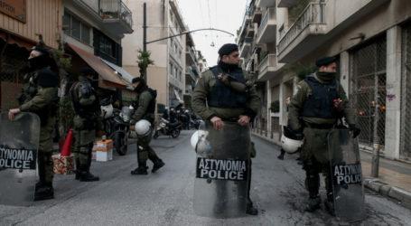 Μεγάλη επιχείρηση της Αστυνομίας στα Εξάρχεια: Μπήκαν σε 4 υπό κατάληψη κτίρια, έβγαλαν πάνω από 130 μετανάστες