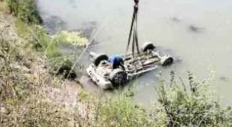 """""""Ψάρεψαν"""" στον Πηνειό το κλεμμένο αυτοκίνητο του δήμου Λαρισαίων! (φωτό)"""