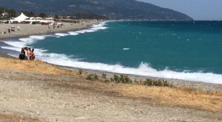 Γίναμε… Χαβάη: Πελώρια κύματα και σήμερα στον Αγιόκαμπο (video)