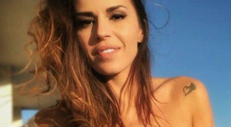 Η Χριστίνα Κολέτσα ποζάρει… topless μπροστά από πισίνα