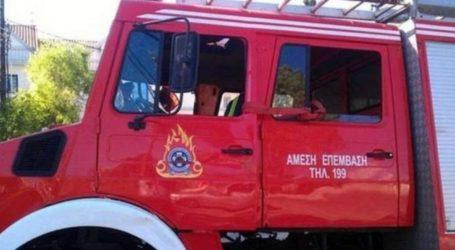 Λάρισα: Καρότσα φορτηγού πήρε φωτιά ακουμπώντας σε καλώδια της ΔΕΗ