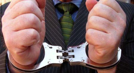 Με χειροπέδες στη Λάρισα – Εκκρεμούσε απόφαση για υπεξαίρεση
