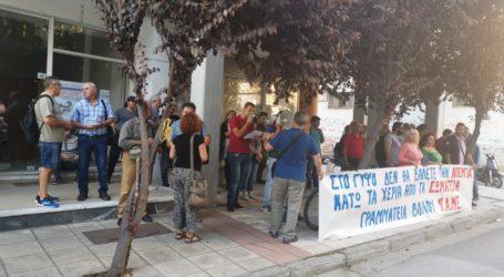Διαμαρτυρία έξω από το Εργατικό Κέντρο Βόλου – «Έβαλαν την τελική σφραγίδα στο σχέδιο απεργοσπασίας»