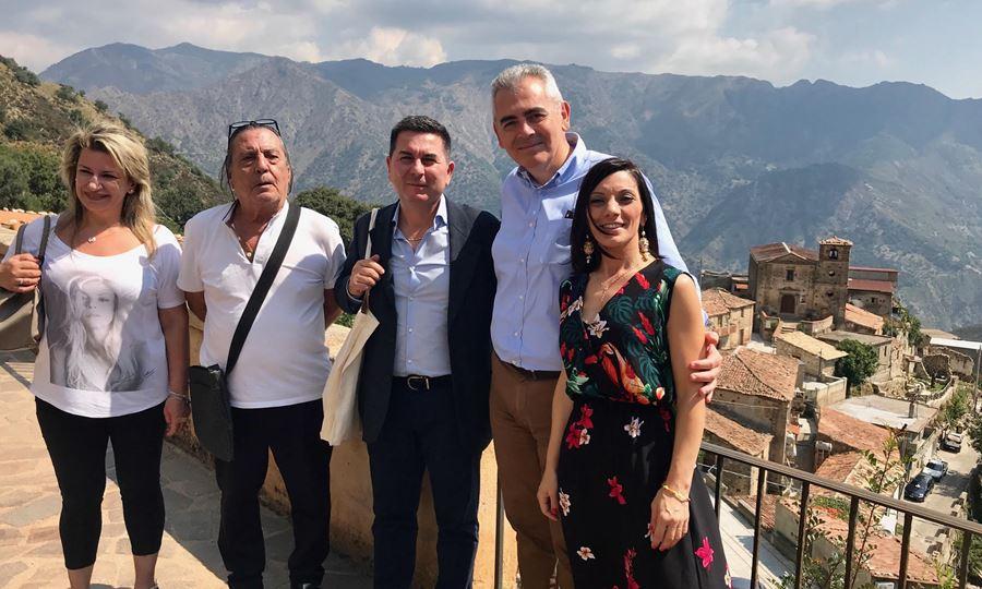 Χαρακόπουλος στα ελληνόφωνα χωριά της Καλαβρίας: «Στη Μεγάλη Ελλάδα ακούγονται» ακόμη τα γραικάνικα