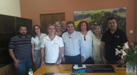 Ενδυνάμωση της συνεργασίας τους συμφώνησαν δήμος Φαρσάλων κι Εμπορικός Σύλλογος