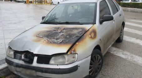 Φωτιά σε ΙΧ αυτοκίνητο στον Βόλο
