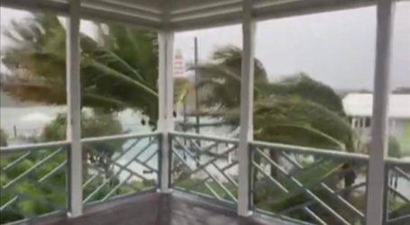 """Ο Dorian εξελίσσεται σε τυφώνα """"τέρας"""""""