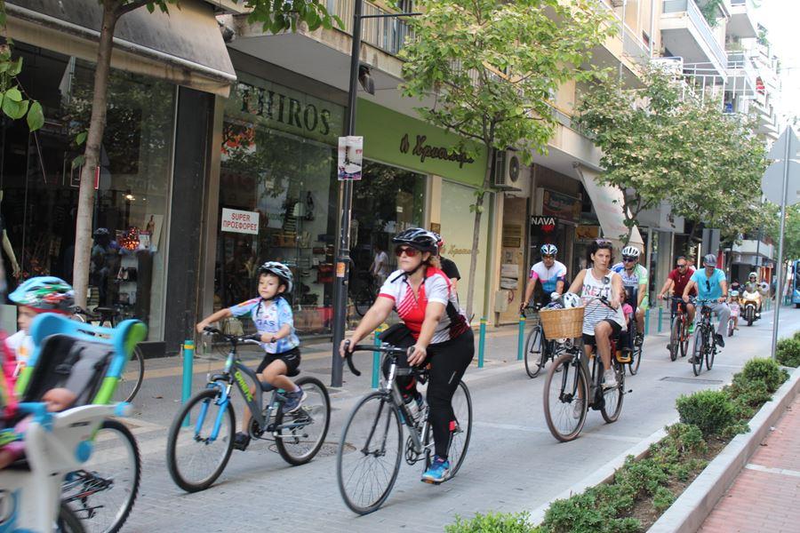 «Πλημμύρισε» από ποδήλατα το κέντρο της Λάρισας - Μεγάλη βόλτα στους δρόμους της πόλης (φωτο)