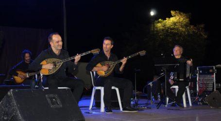 Χιλιάδες Λαρισαίων στη συναυλία του Δημήτρη Μπάση, στην έναρξη του παζαριού – Δείτε βίντεο και φωτογραφίες