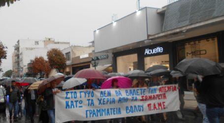 Υπό βροχή η πορεία του ΠΑΜΕ στον Βόλο [εικόνες]