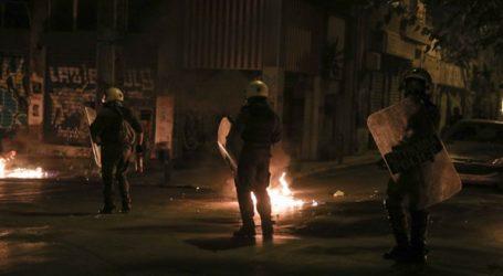 Επιθέσεις τα ξημερώματα σε διμοιρία των ΜΑΤ και αστυνομικούς της ΔΙΑΣ στα Εξάρχεια