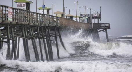 Ο κυκλώνας Ντόριαν πλήττει τη Βόρεια Καρολίνα