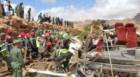Τουλάχιστον 11 άνθρωποι έχασαν τη ζωή τους όταν χείμαρρος ανέτρεψε λεωφορείο