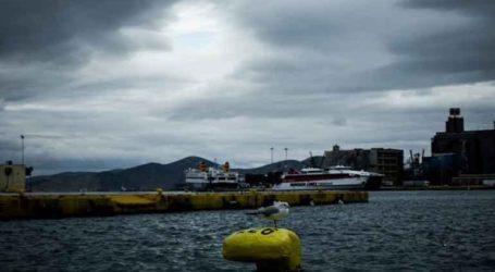 Πτώση ΙΧ οχήματος στο λιμάνι του Πειραιά, καλά στην υγεία τους οι δύο επιβαίνοντες