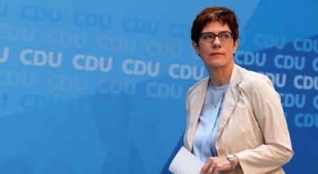 Η Καρενμπάουερ απέκλεισε εκ νέου το ενδεχόμενο συνεργασίας CDU-AfD