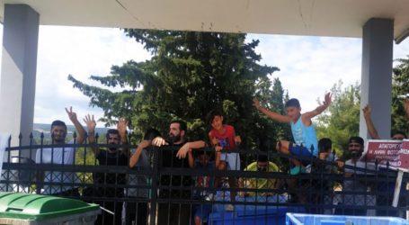 Διαμαρτυρία προσφύγων στη δομή της Αγίας Βαρβάρας