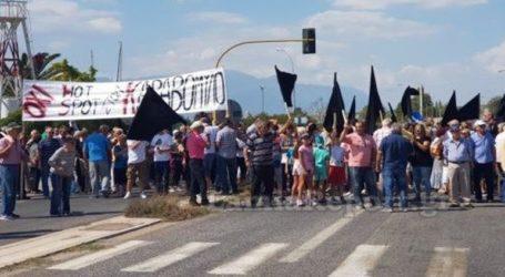Έκλεισαν την εθνική με μαύρες σημαίες για το hot spot στον Καραβόμυλο