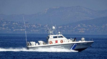 Ακυβέρνητο ιστιοφόρο σκάφος με δύο επιβαίνοντες βορειοδυτικά της Τήλου