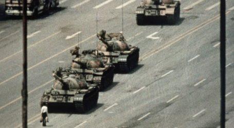 Πέθανε ο Τσάρλι Κόουλ, ο φωτογράφος του «Tank Man»