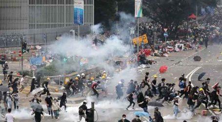Αντικυβερνητικοί διαδηλωτές συγκρούστηκαν με υποστηρικτές του Πεκίνου