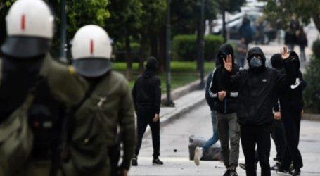 Μολότοφ και πέτρες κατά αστυνομικών