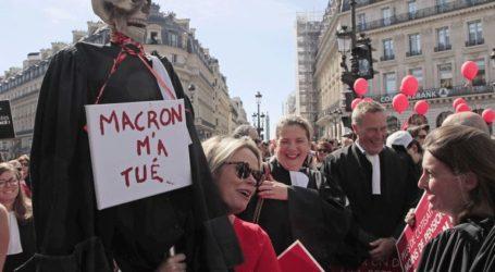 Στους δρόμους του Παρισιού γιατροί, δικηγόροι και πιλότοι κατά της μεταρρύθμισης του συνταξιοδοτικού