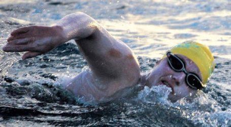 Αμερικανίδα διέσχισε 4 φορές την Μάγχη κολυμπώντας χωρίς να σταματήσει