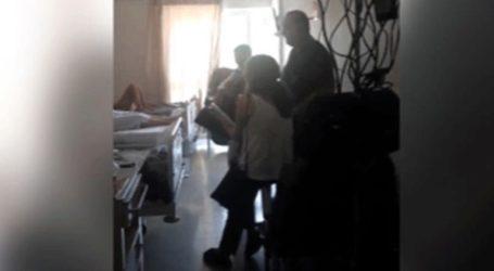 Γιατρός του ΠΑΓΝΗ τραγουδάει στους ασθενείς της ογκολογικής Κλινικής