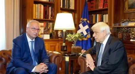 Συνάντηση Παυλόπουλου με τον προτεινόμενο Επίτροπο Γειτονίας και Διεύρυνσης