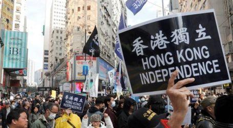 Ένταση, δακρυγόνα και βόμβες μολότοφ σε αντικυβερνητική διαδήλωση