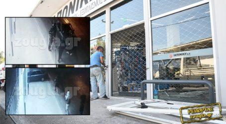 Καρέ-καρέ η εισβολή ληστών με αυτοκίνητο σε κατάστημα στον Ρέντη