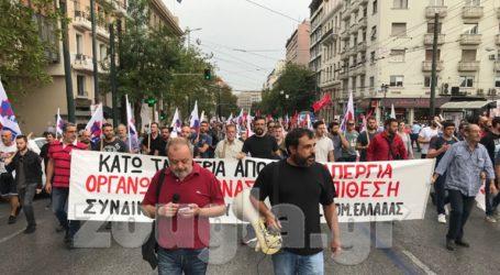 Απεργία: Συγκεντρώνεται κόσμος στα Προπύλαια