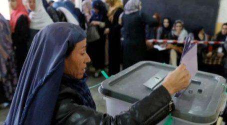 Άνοιξαν σε όλη τη χώρα τα εκλογικά τμήματα