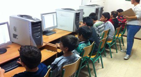 Ηλεκτρονικούς υπολογιστές σε νέους και νέες Ρομά που συμμετείχαν σε ευρωπαϊκό πρόγραμμα